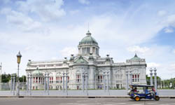 Дворец Ананта Самакхон Ananta Samakhom Throne Hall в Бангкоке